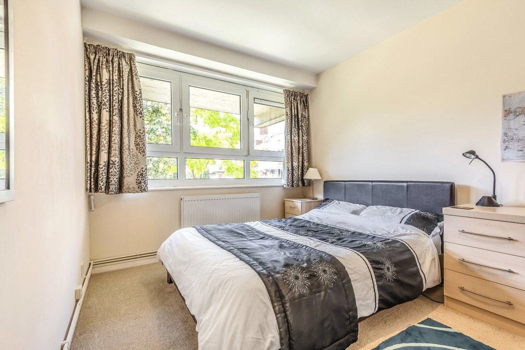 Flat for sale in Goulden House, Bullen Street, SW11 3HH - view - 5