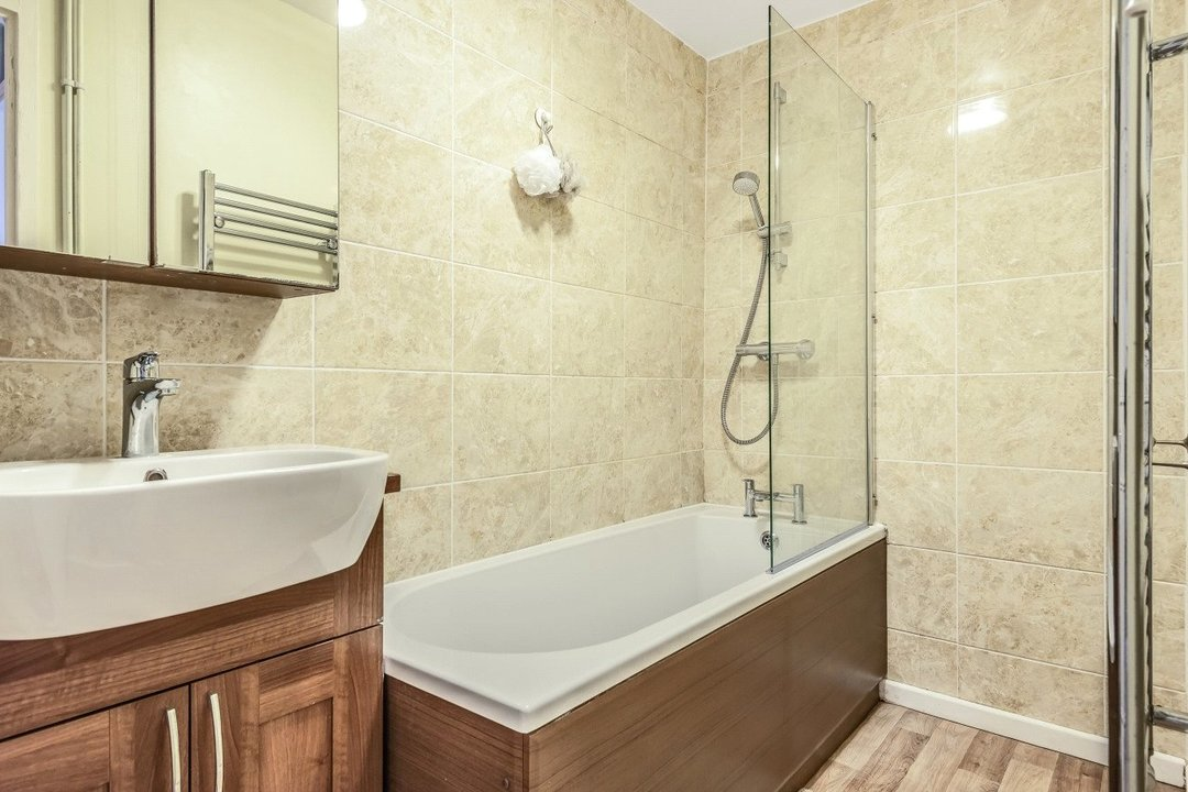Flat for sale in Goulden House, Bullen Street, SW11 3HH - view - 6