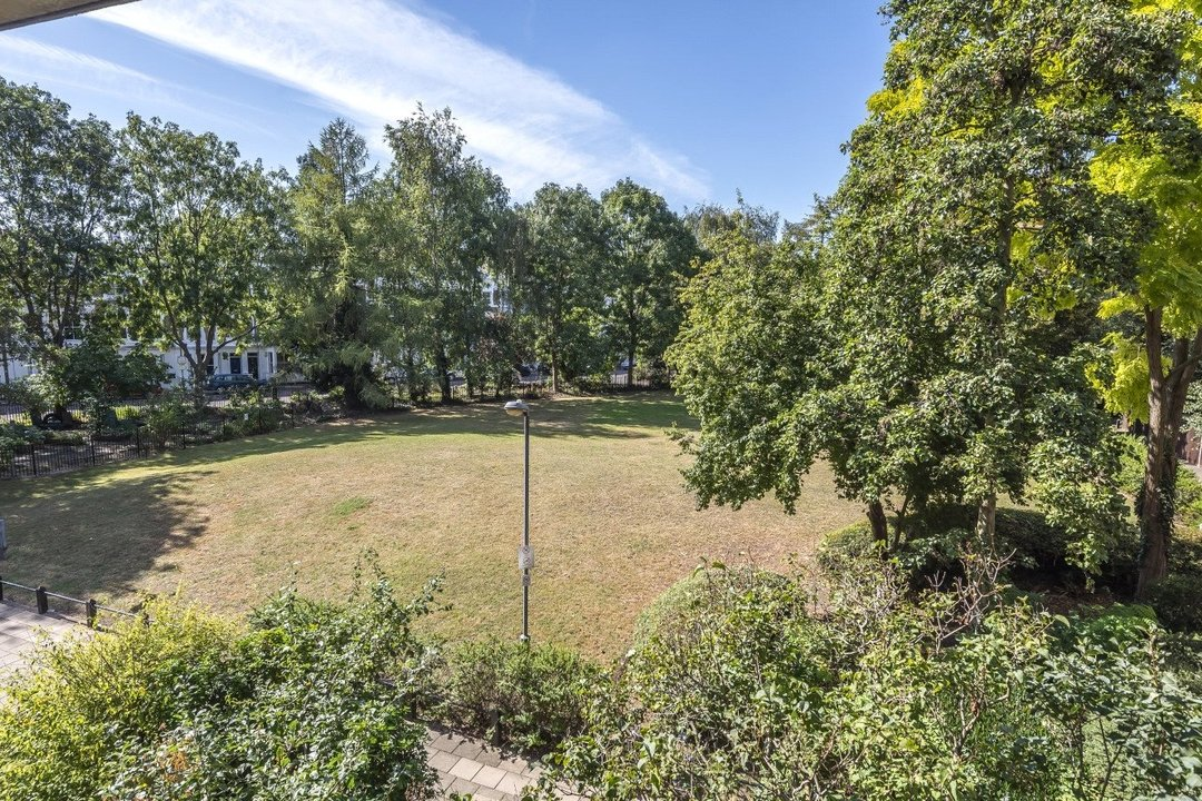 Flat for sale in Goulden House, Bullen Street, SW11 3HH - view - 8