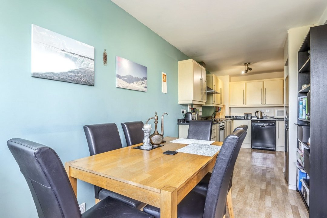 Flat for sale in Goulden House, Bullen Street, SW11 3HH - view - 4