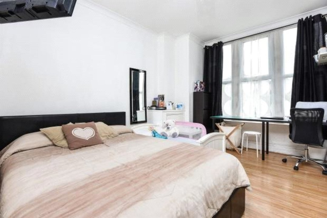 Flat for sale in Greyhound Lane, London, SW16 5NW - view - 2