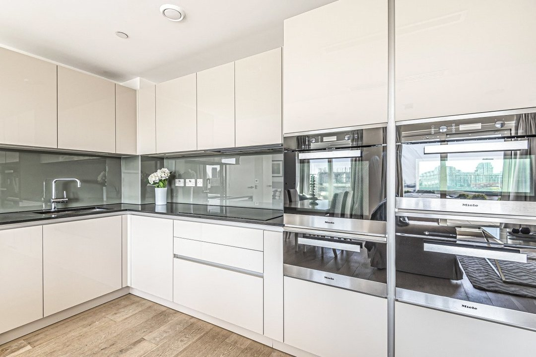 Flat for sale in Ravensbourne Apartments, 5 Central Avenue, SW6 2GN - view - 3
