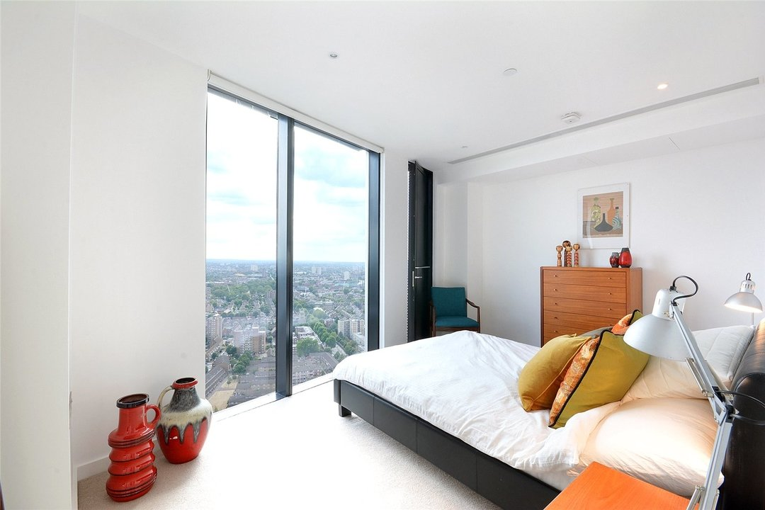 Flat for sale in Strata, 8 Walworth Road, SE1 6EL - view - 3