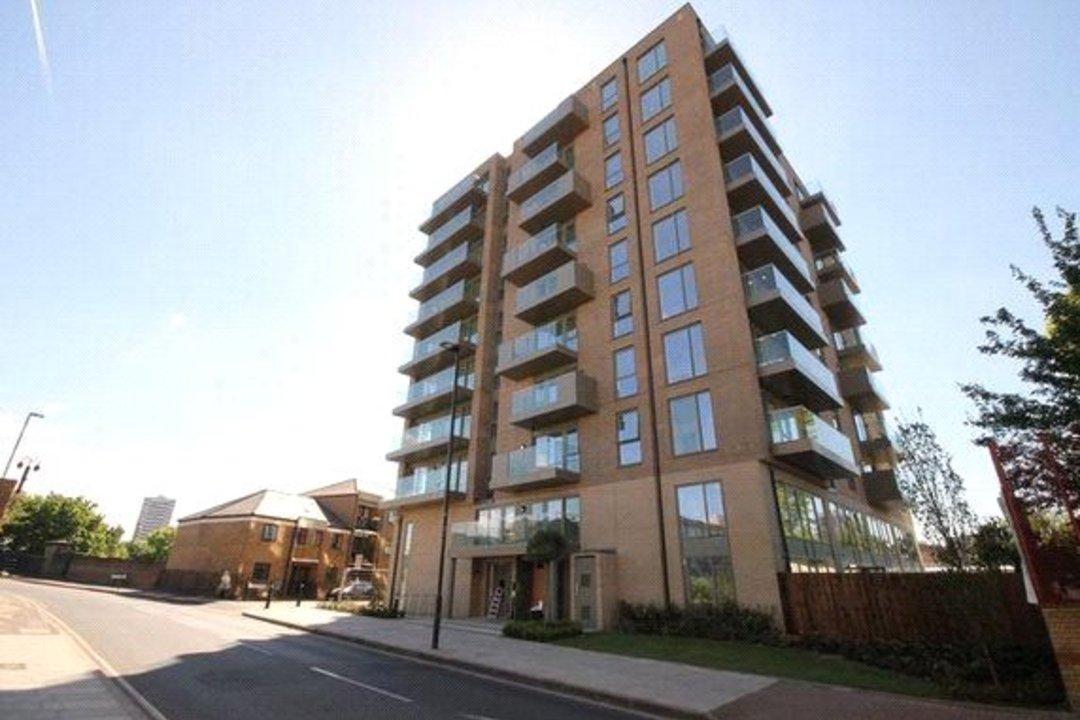 for sale in Watermark, London, E14 7SS - view - 1