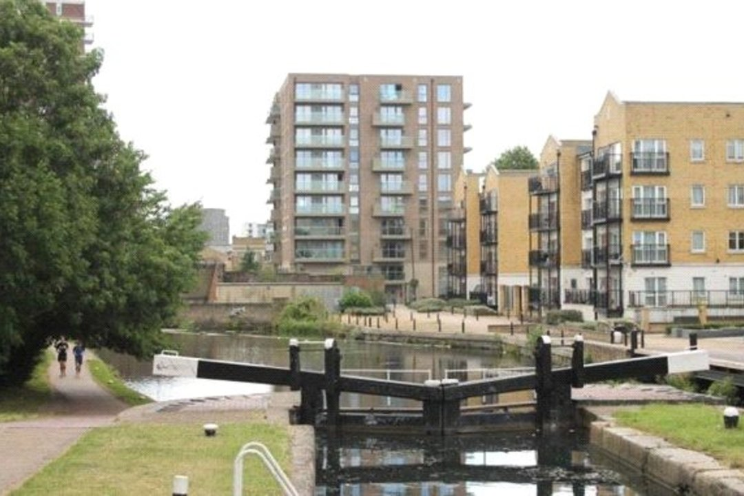 for sale in Watermark, London, E14 7SS - view - 2