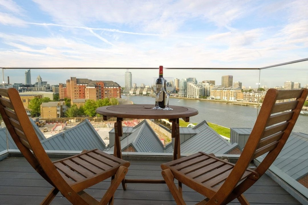 Flat for sale in Westbourne Apartments, 5 Central Avenue, SW6 2GP - view - 5