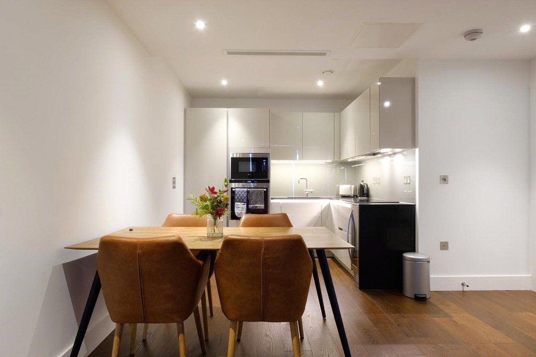 Flat for sale in Westbourne Apartments, 5 Central Avenue, SW6 2GP - view - 3