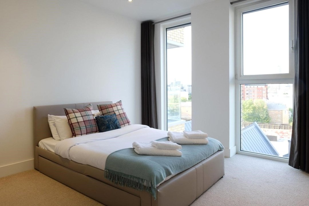 Flat for sale in Westbourne Apartments, 5 Central Avenue, SW6 2GP - view - 6