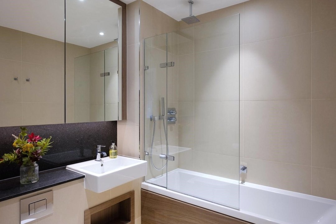 Flat for sale in Westbourne Apartments, 5 Central Avenue, SW6 2GP - view - 7