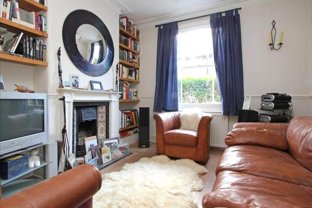 House to rent in Ashbury Road, London, SW11 5UQ - view - 1