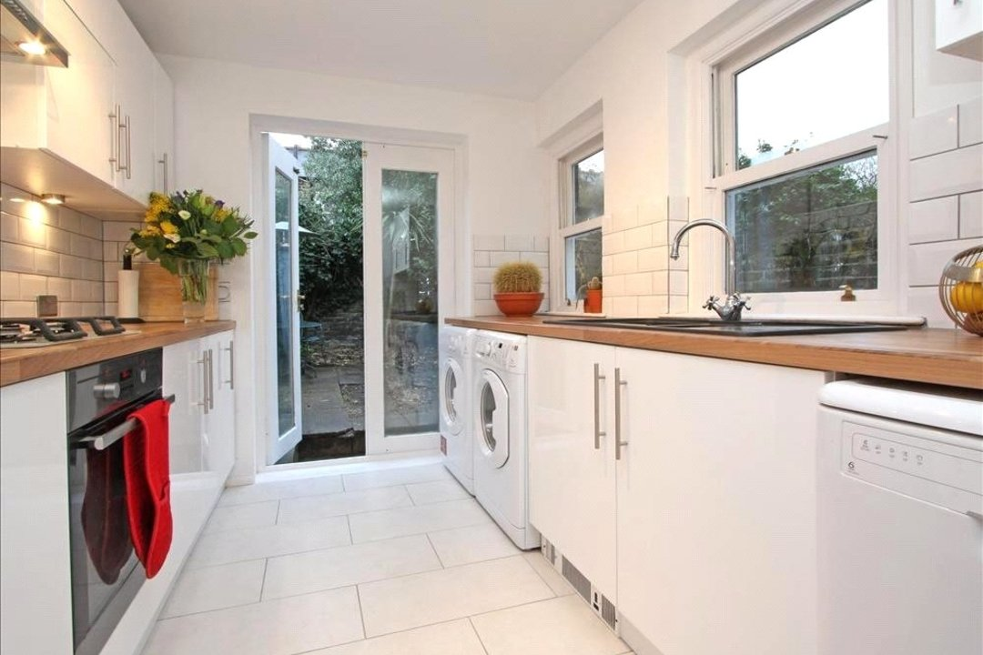 House to rent in Ashbury Road, London, SW11 5UQ - view - 2