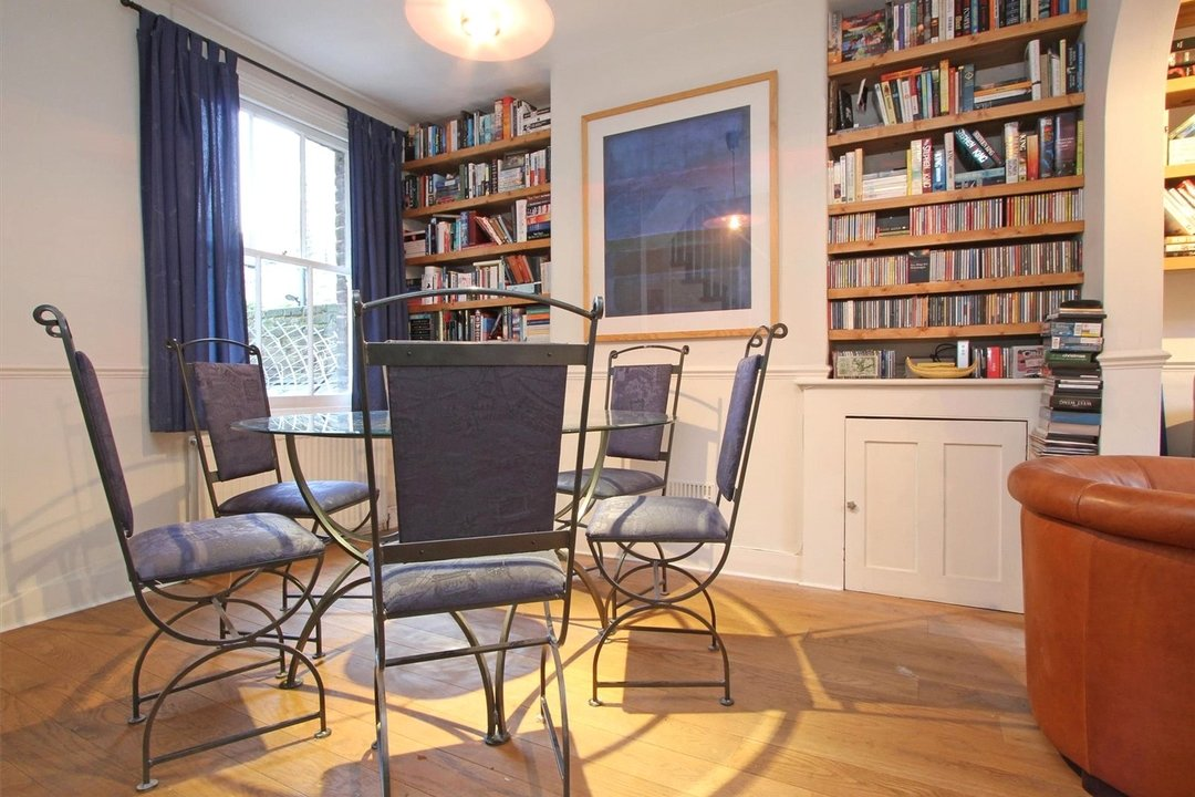 House to rent in Ashbury Road, London, SW11 5UQ - view - 3