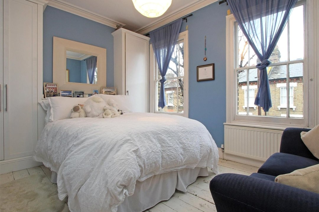 House to rent in Ashbury Road, London, SW11 5UQ - view - 4