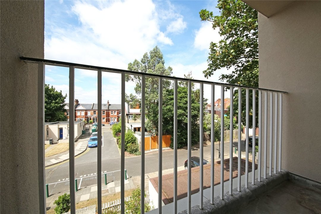 Flat to rent in Cedars Road, London, SW4 0PW - view - 4