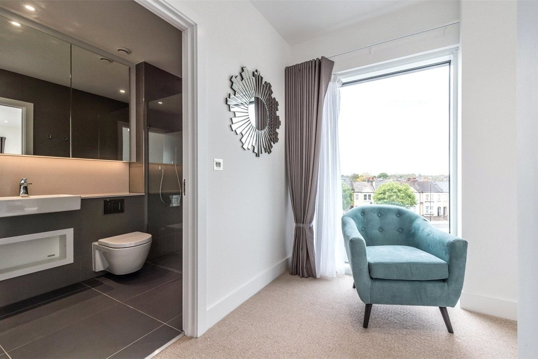 to rent in Central Avenue, London, SW6 2QE - view - 5