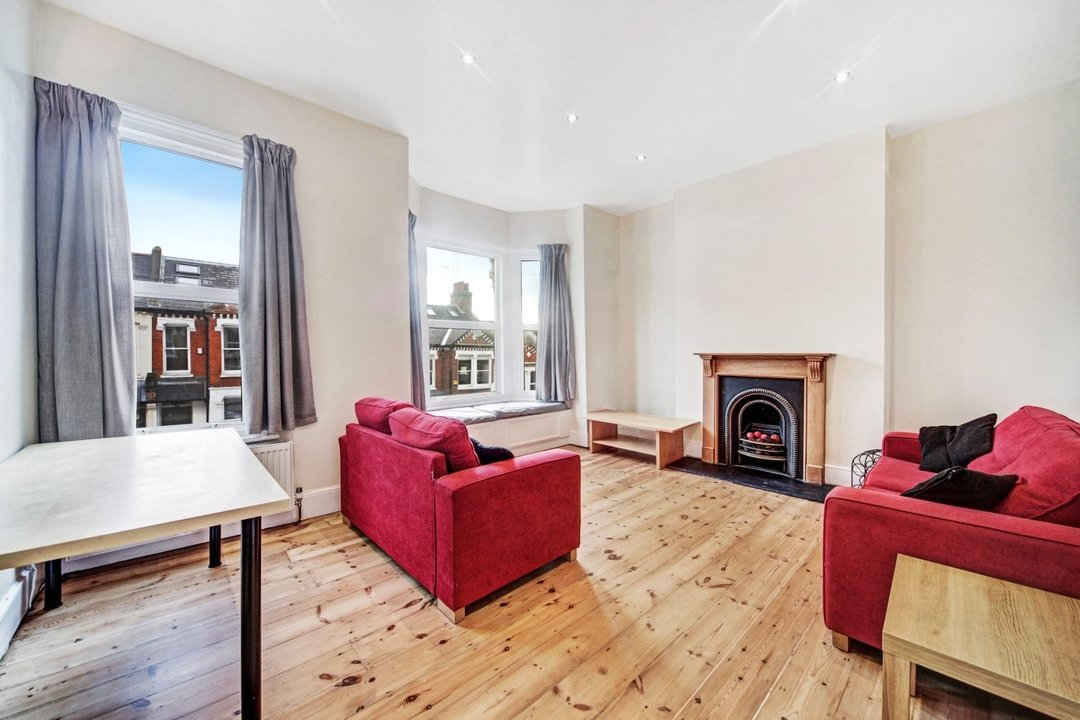 Flat to rent in Dorothy Road, London, SW11 2JP - view - 1