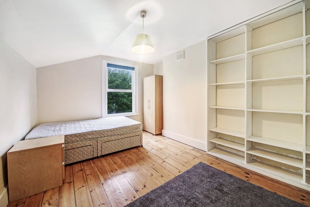 Flat to rent in Dorothy Road, London, SW11 2JP - view - 2
