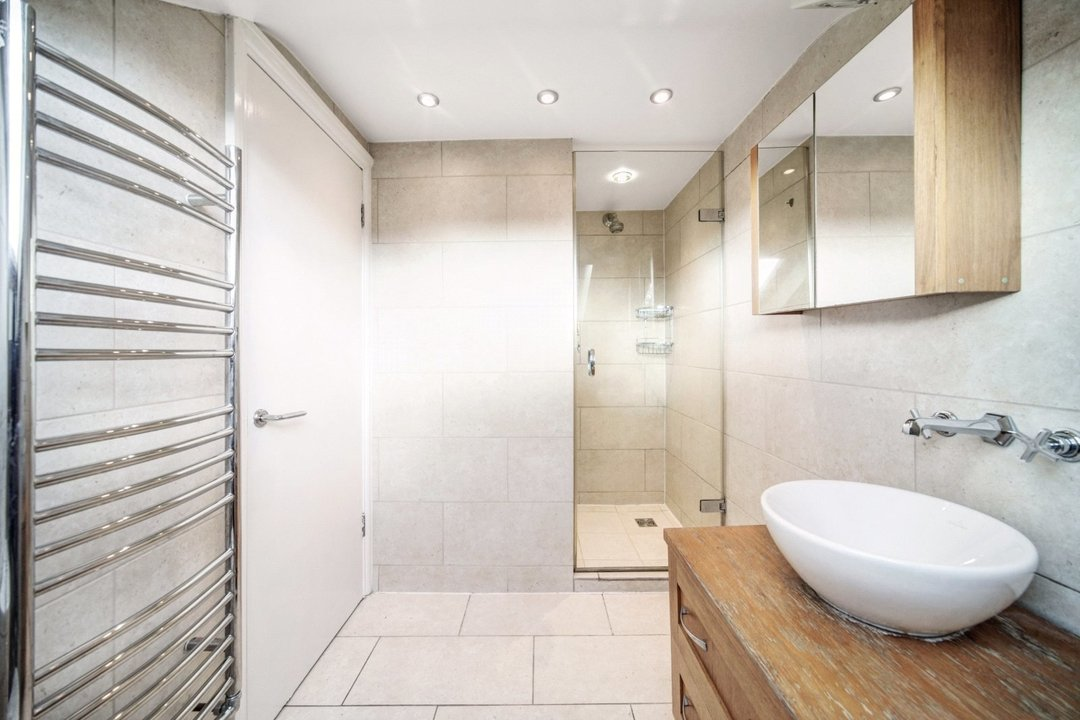 Flat to rent in Dorothy Road, London, SW11 2JP - view - 5