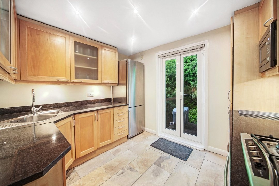 Flat to rent in Dorothy Road, London, SW11 2JP - view - 3