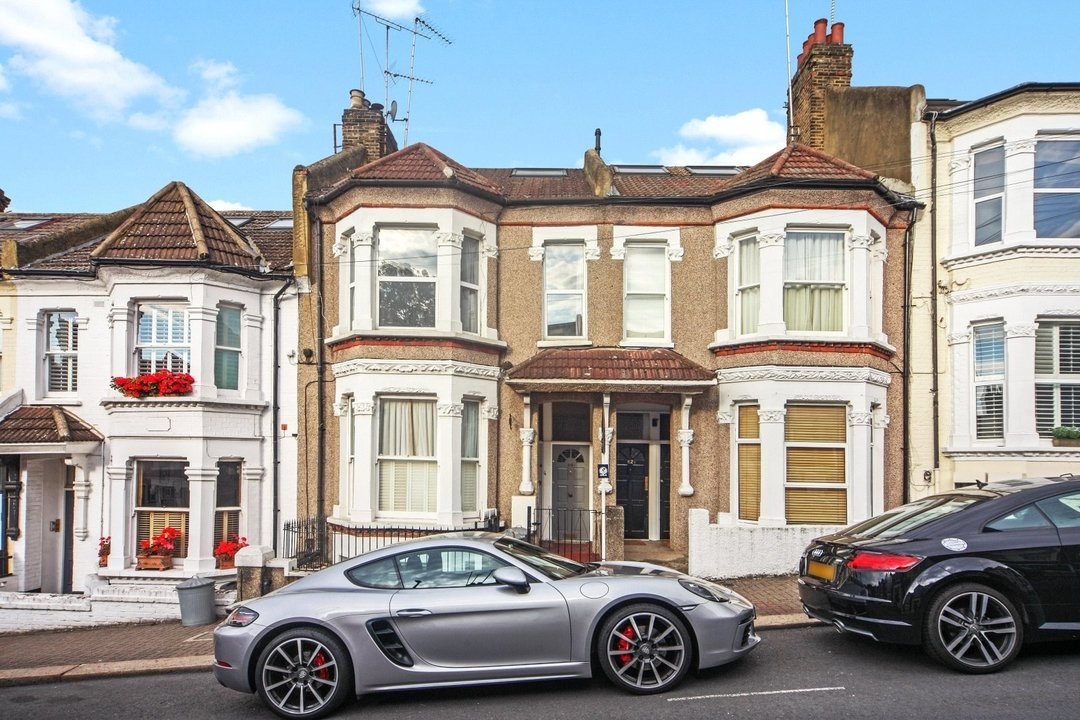 Flat to rent in Dorothy Road, London, SW11 2JP - view - 4