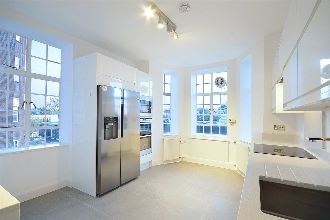Flat to rent in Eyre Court, 3-21 Finchley Road, NW8 9TX - view - 2