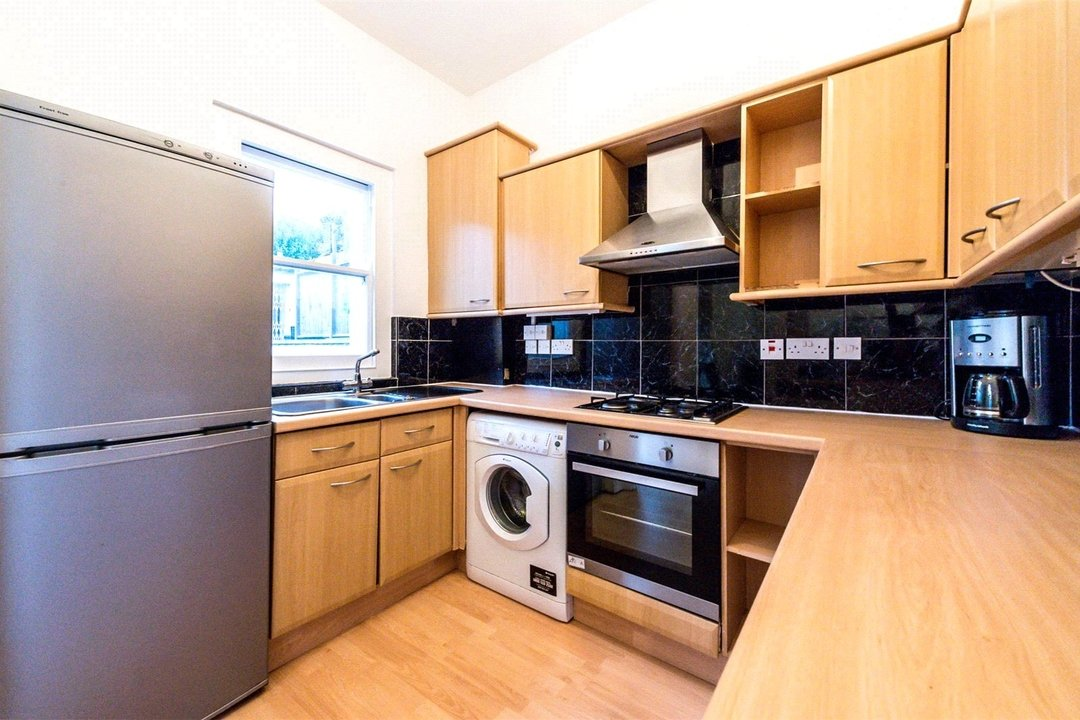 Flat to rent in Falcon Road, , SW11 2PG - view - 3