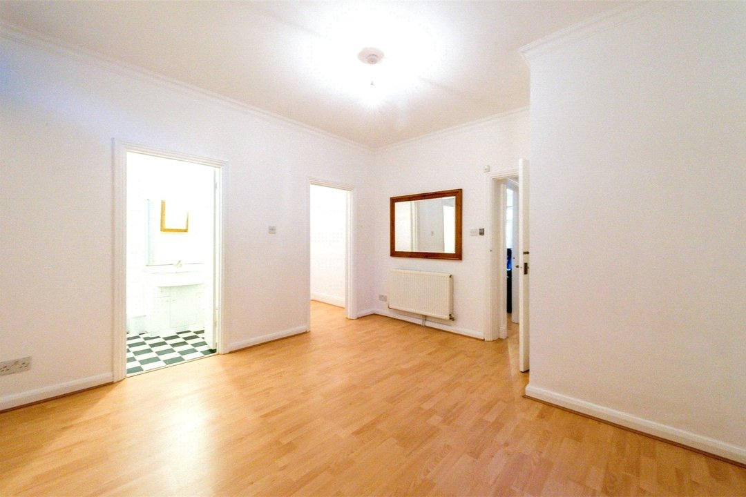 Flat to rent in Falcon Road, , SW11 2PG - view - 5