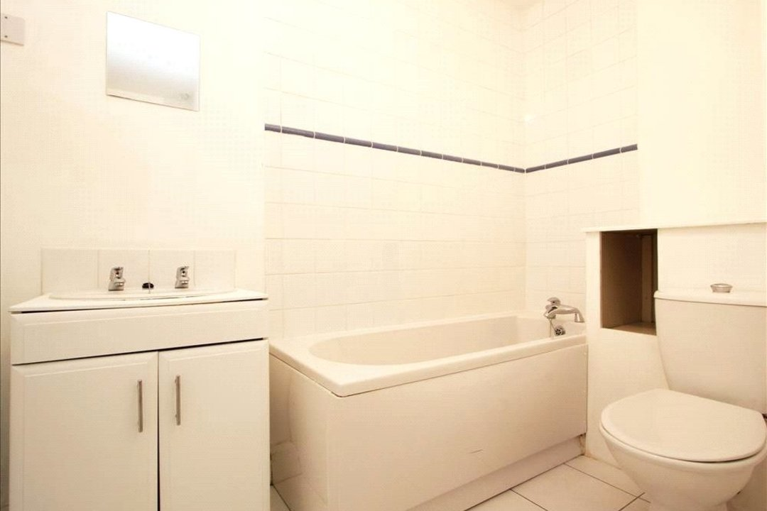 Flat to rent in Falcon Road, , SW11 2PG - view - 8