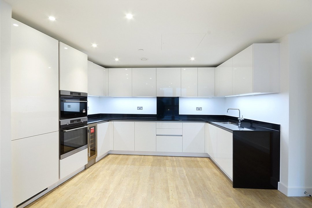 Flat to rent in Gladwin Tower, 50 Wandsworth Road, SW8 2FA - view - 3
