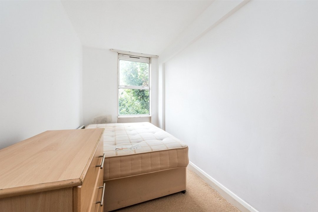 Flat to rent in Hawk House, Sullivan Close, SW11 2NN - view - 6