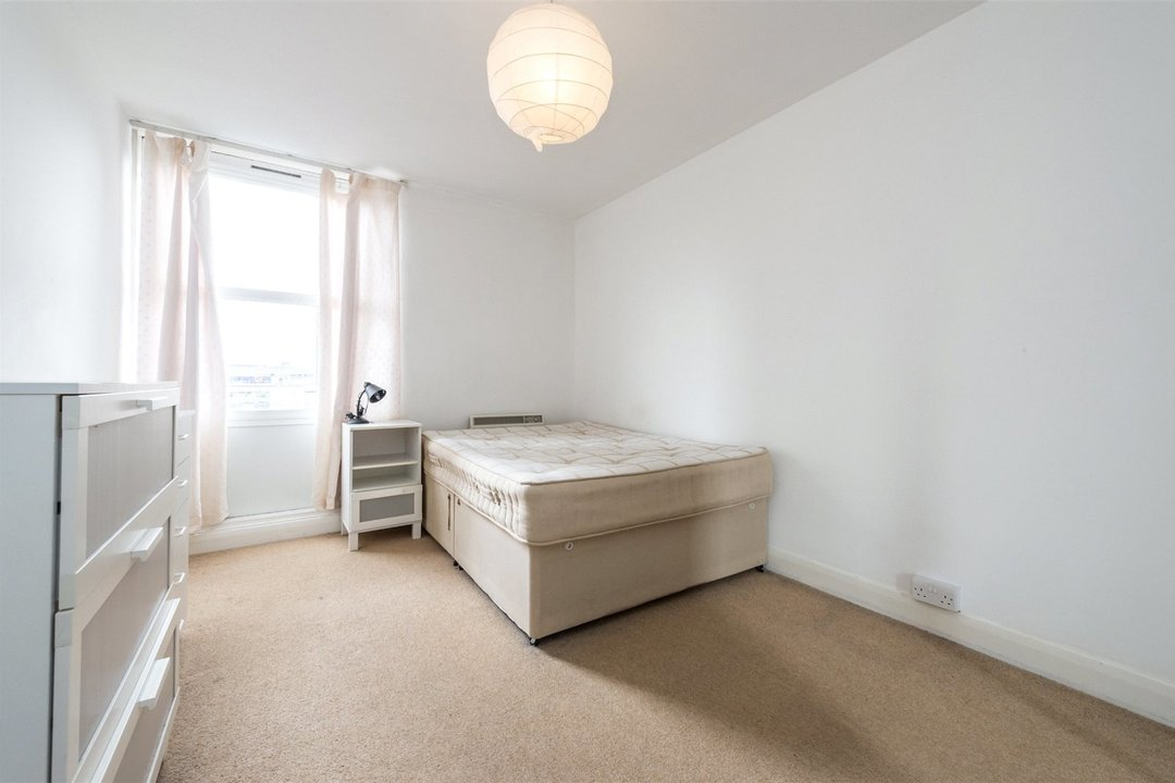 Flat to rent in Hawk House, Sullivan Close, SW11 2NN - view - 7