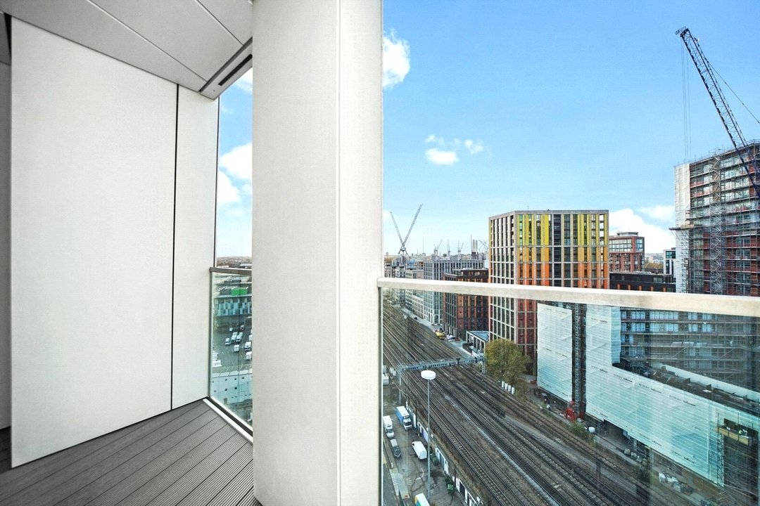 Flat to rent in Haydn Tower, 50 Wandsworth Road, SW8 2FN - view - 4