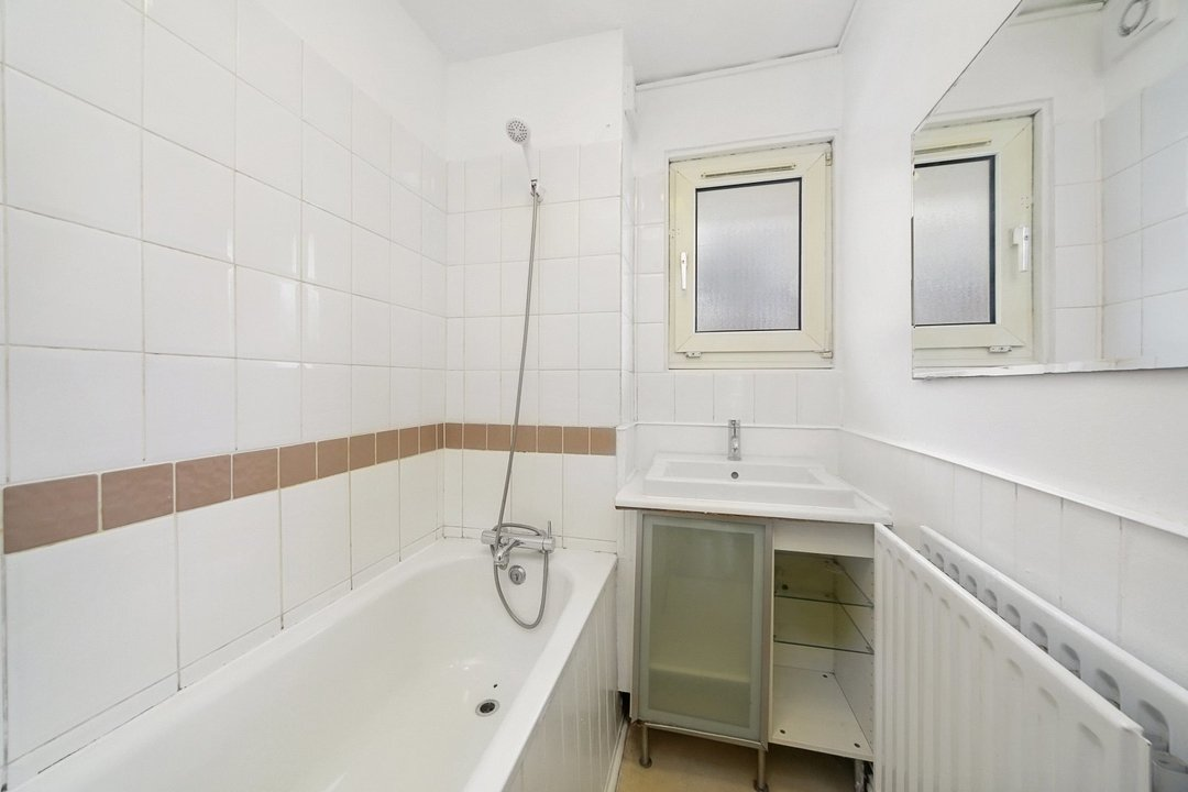 Flat to rent in Hookham Court, Deeley Road, SW8 4XH - view - 5