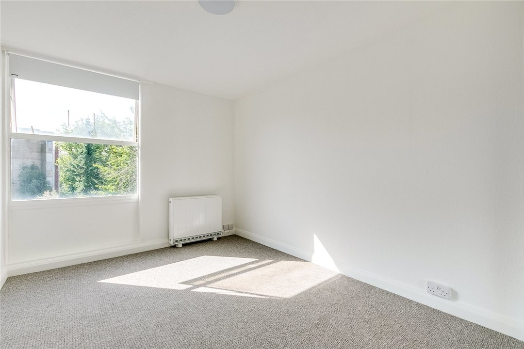 Flat to rent in Kite House, 50 Meyrick Road, SW11 2NJ - view - 4