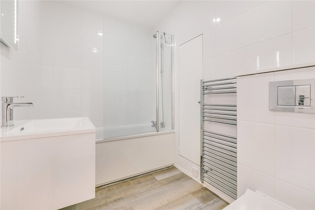 Flat to rent in Kite House, 50 Meyrick Road, SW11 2NJ - view - 5