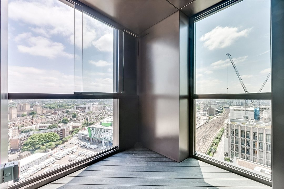 Flat to rent in Madeira Tower Ponton Road, London, SW11 7AA - view - 3