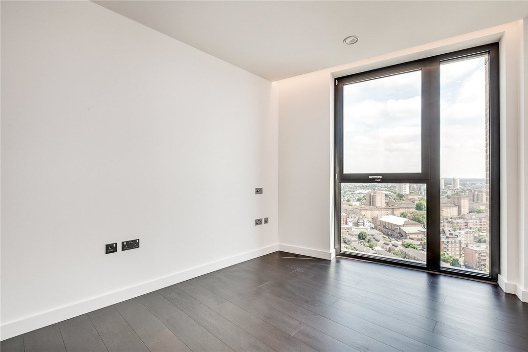 Flat to rent in Madeira Tower Ponton Road, London, SW11 7AA - view - 5