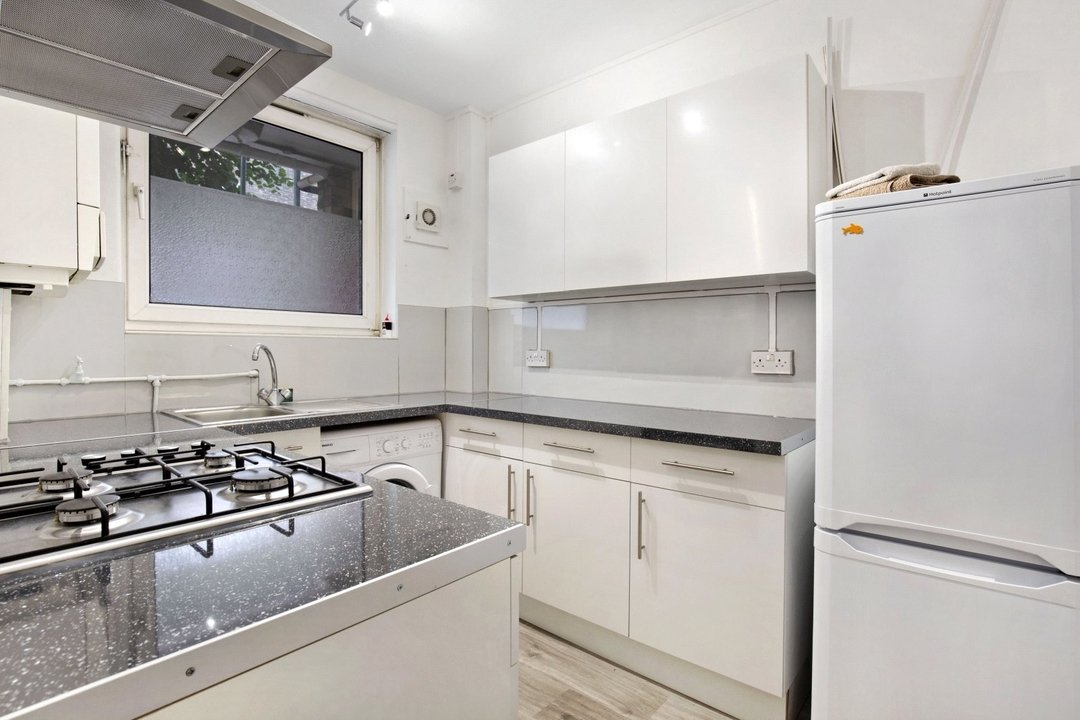 Flat to rent in Ramsey House, Maysoule Road, SW11 2BS - view - 2