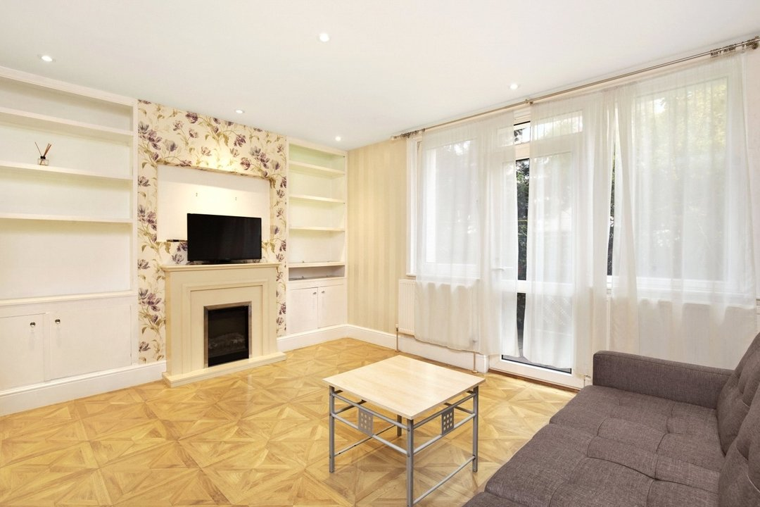 Flat to rent in Ramsey House, Maysoule Road, SW11 2BS - view - 1
