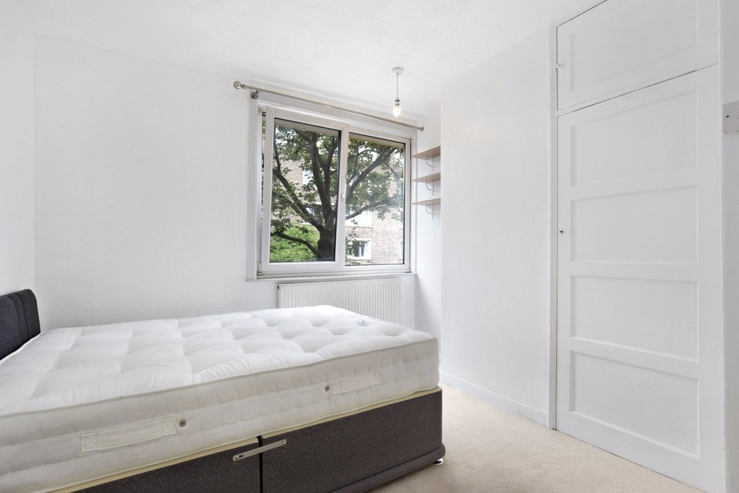 Flat to rent in Ramsey House, Maysoule Road, SW11 2BS - view - 4