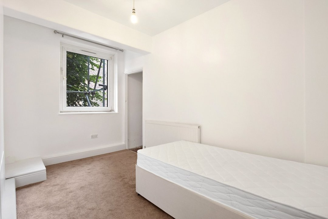 Flat to rent in Ramsey House, Maysoule Road, SW11 2BS - view - 5
