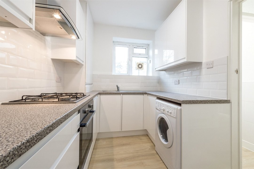 Flat to rent in Triangle Place, London, SW4 7HS - view - 3