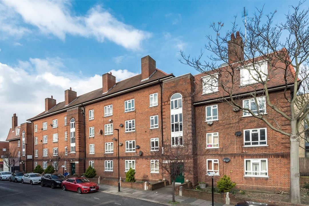 Flat to rent in Triangle Place, London, SW4 7HS - view - 1