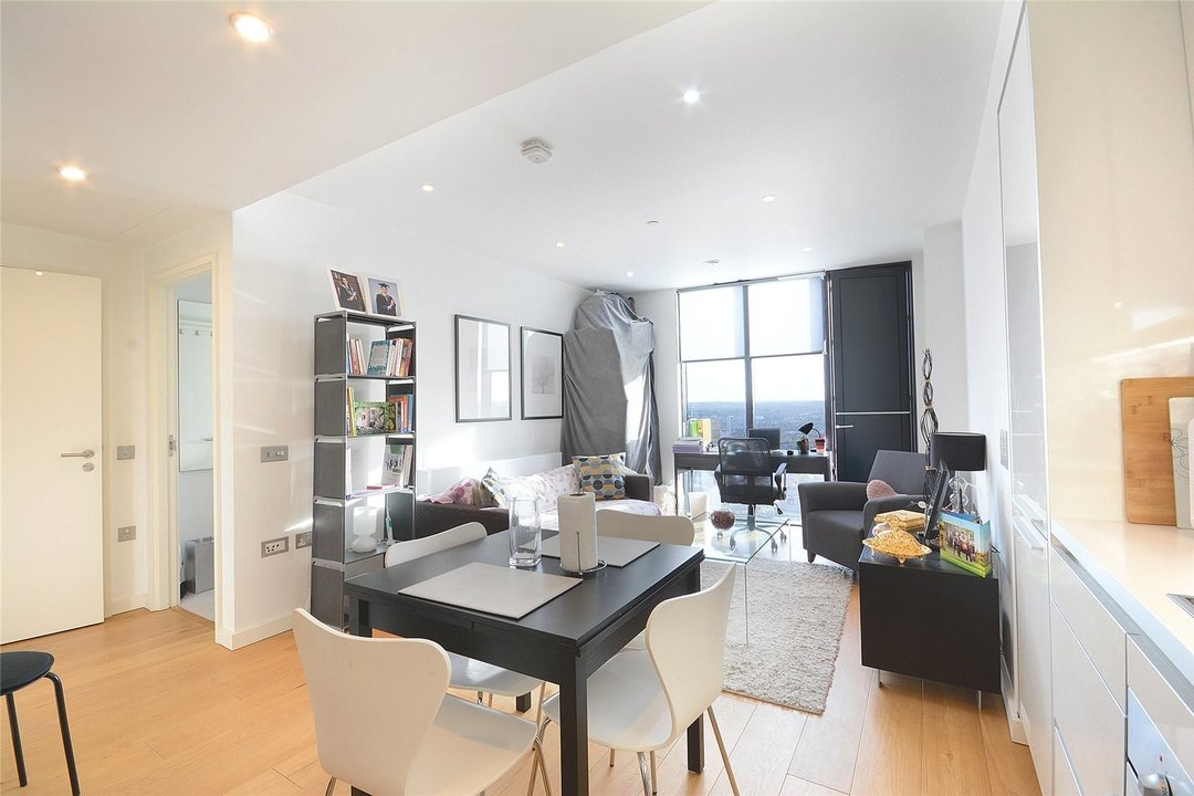 Flat to rent in Walworth Road, London, SE1 6EJ - view - 1