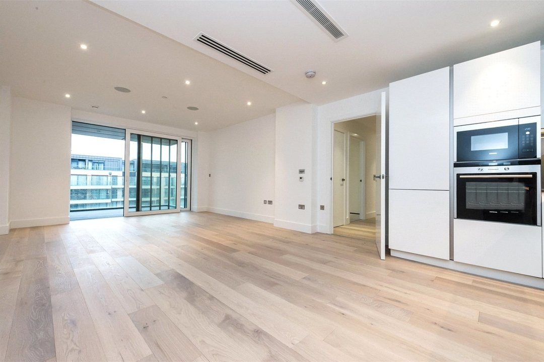 Flat to rent in Westbourne Apartments, 5 Central Avenue, SW6 2GP - view - 2