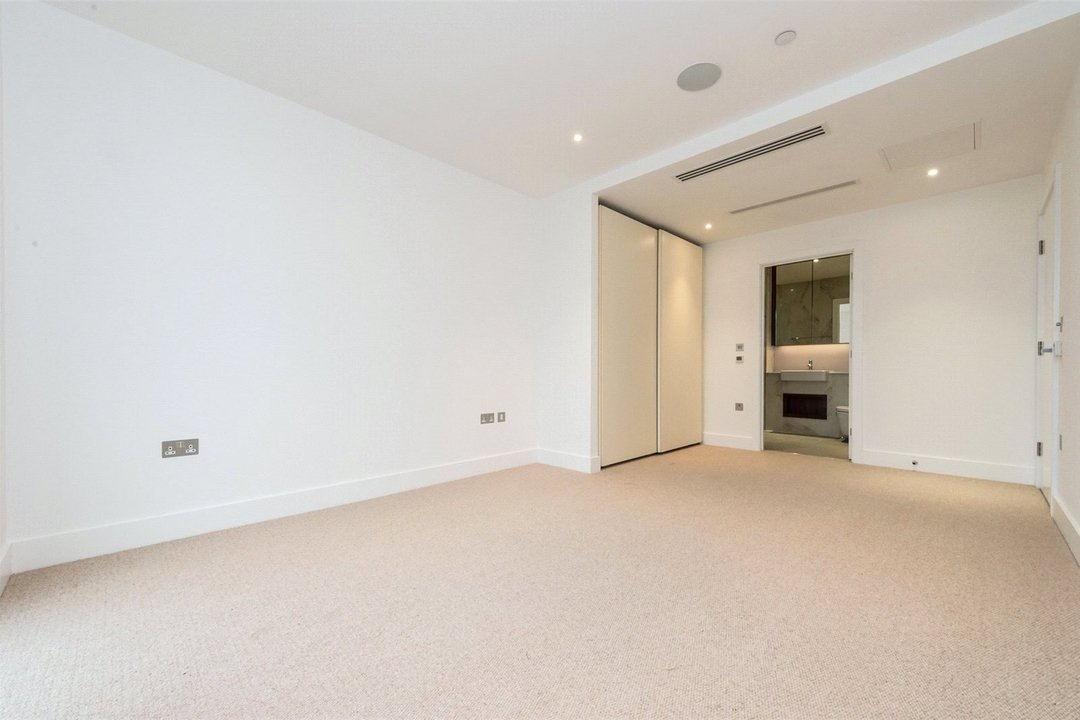 Flat to rent in Westbourne Apartments, 5 Central Avenue, SW6 2GP - view - 5