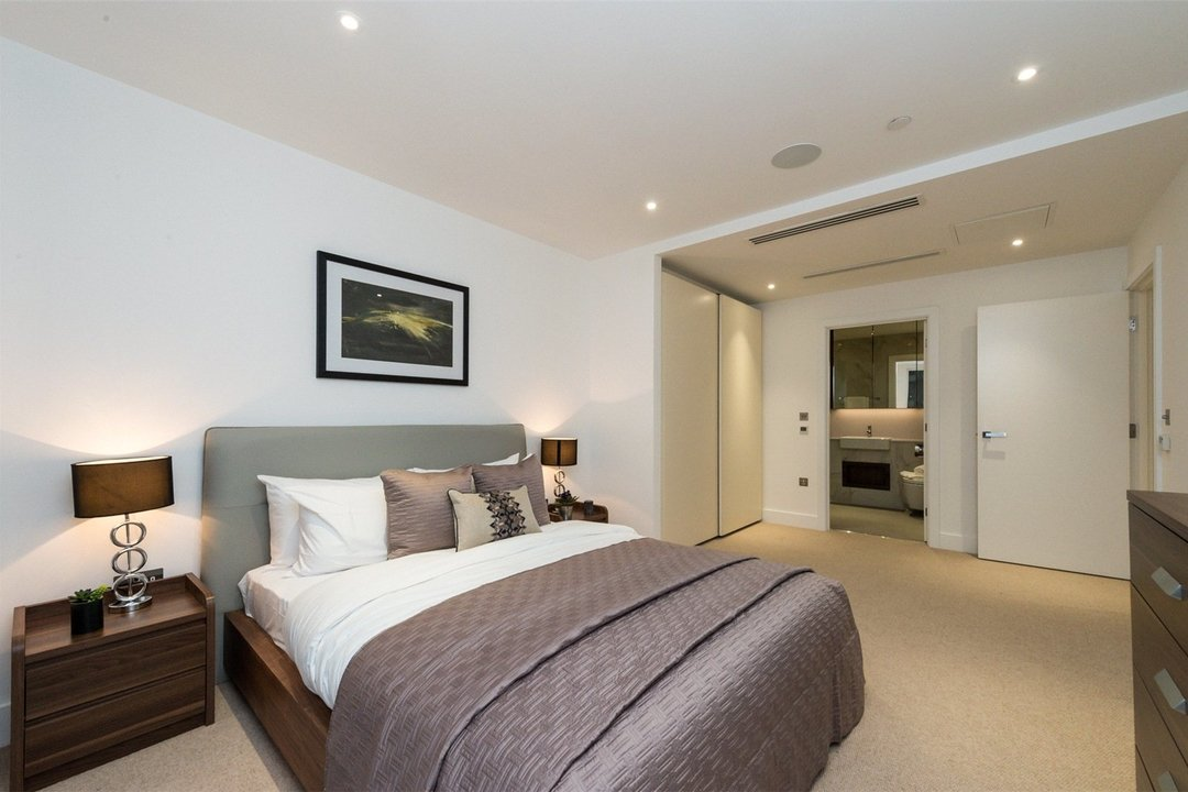 Flat to rent in Westbourne Apartments, 5 Central Avenue, SW6 2GP - view - 3