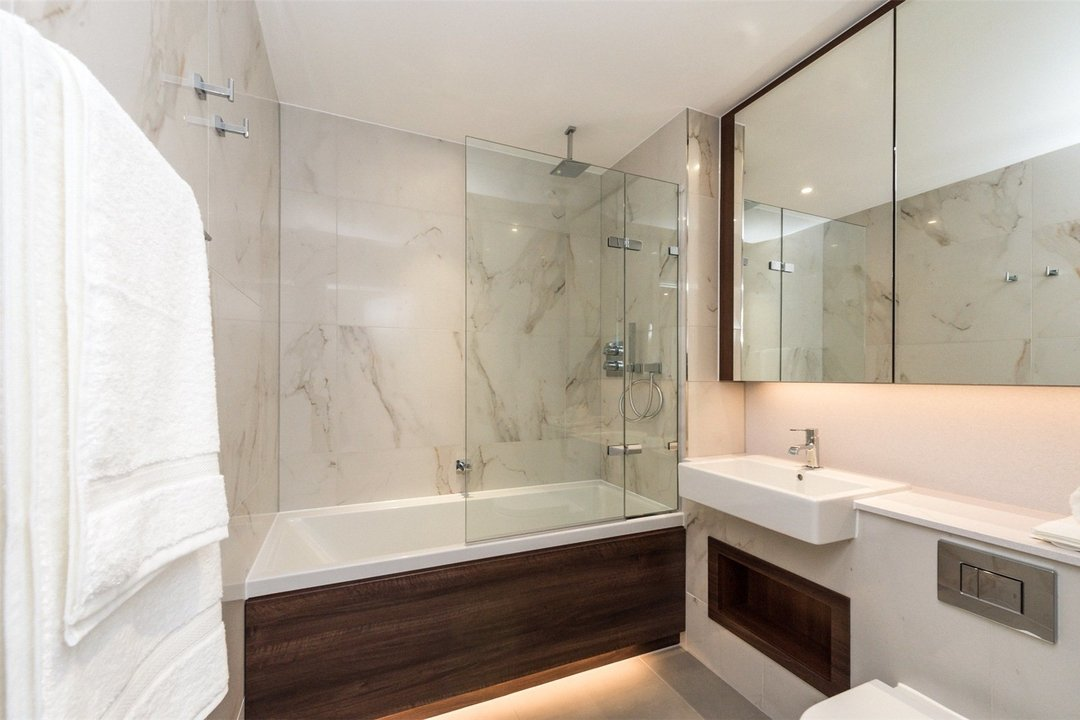 Flat to rent in Westbourne Apartments, 5 Central Avenue, SW6 2GP - view - 7