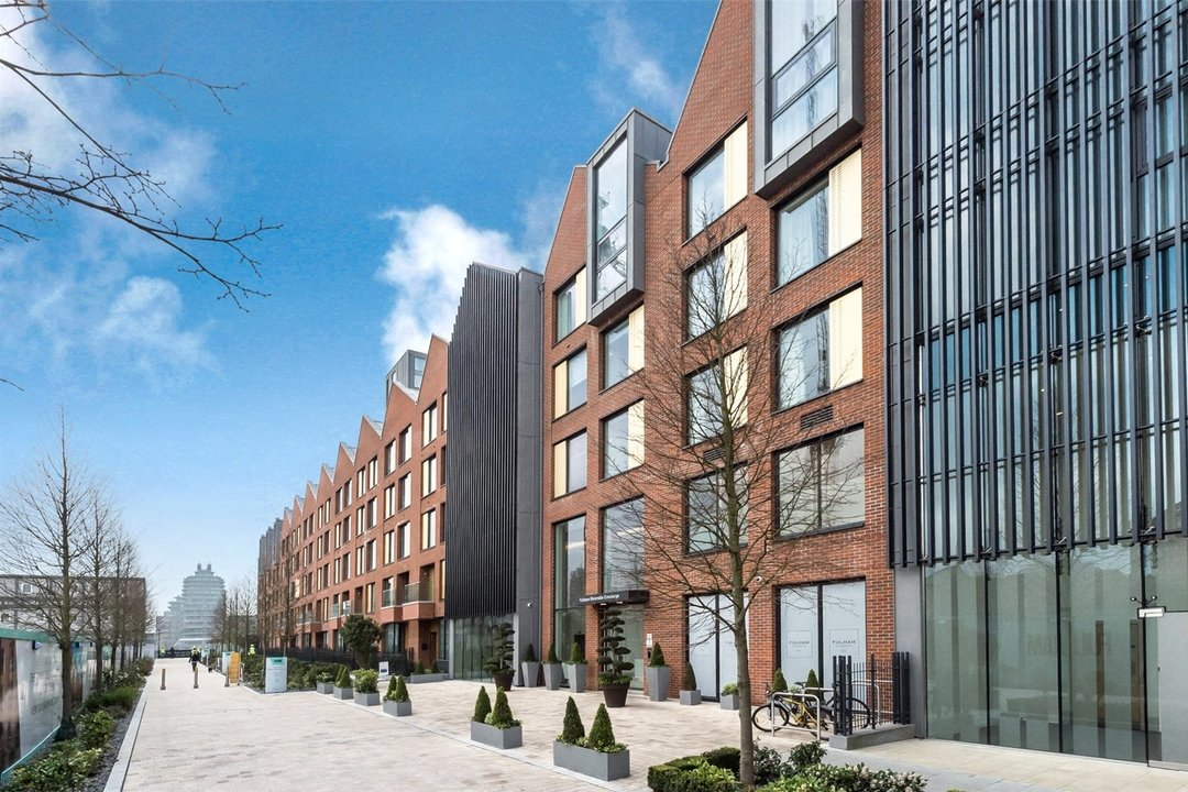 Flat to rent in Westbourne Apartments, 5 Central Avenue, SW6 2GP - view - 1
