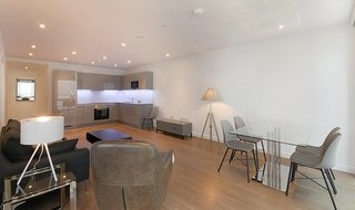 Flat to rent in Baldwin Point, 6 Sayer Street, SE17 1FG-View-1